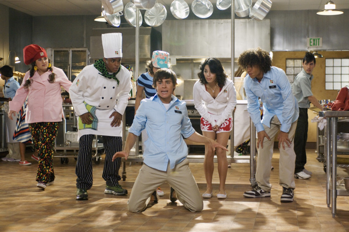 "(KNEELING) ZAC EFRON, (STANDING) KAYCEE STROH, CHRIS WARREN JR., OLESYA RULIN, VANESSA HUDGENS, CORBIN BLEU, (FAR RIGHT) CHARLES KLAPOW - PERFORMING ""WORK THIS OUT"""